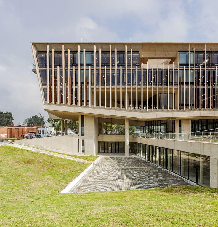 Edificio Facultad de Enfermería Universidad Nacional de Colombia / Leonardo Álvarez Yepes