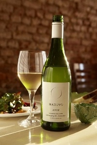 Nativo White is a 'Cape' blend of Chenin, Viognier and Verdelho that has a bouquet of pineapple and lime with mineral overtones and a long, creamy finish.  My Favourite wine :D
