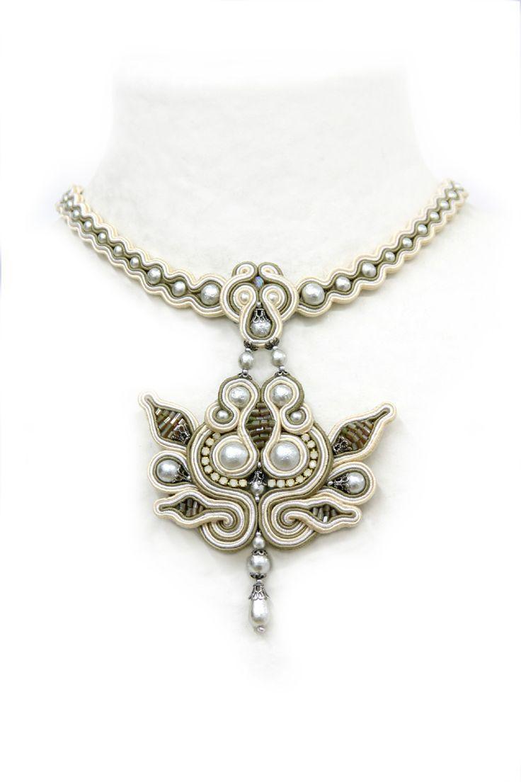 off-white : White soutache necklace