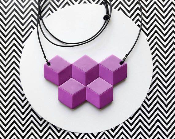Ehi, ho trovato questa fantastica inserzione di Etsy su https://www.etsy.com/it/listing/512007022/collana-geometrica-cubi-illusione-ottica