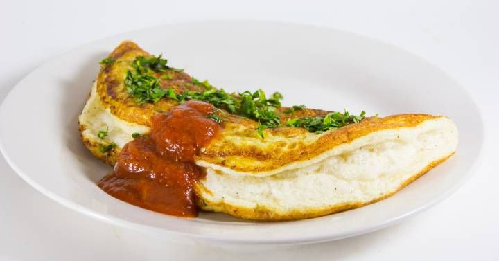 Que sí, la tortilla de patata está muy buena y sirve tanto para un desayuno como para una cena. Pero hay muchas opciones como legumbres, verduras o conservas listas para animar tu vida huevera.