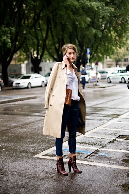 trench+white button up+skinnies+brown ankle boots