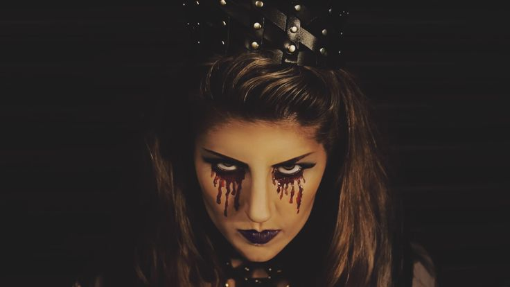 QUEEN OF THE DEAD. Creative and easy last minute DIY JAKIMAC halloween costumes. Check out our site to slay this halloween. #DEAD #QUEEN #LEATHER  #JAKIMAC #KINGLY CROWN #HALLOWEEN #COSTUME #COSTUMEINSPO #LASTMINUTE #DIYHALLOWEEN #BLOODYMARY #MAKEUP #ACCESSORIES #BURYMEINLEATHER. #FRESHBLOOD #FASHION #DESIGN #HALLOWEENSALE #REINTHENIGHT  @jakimac