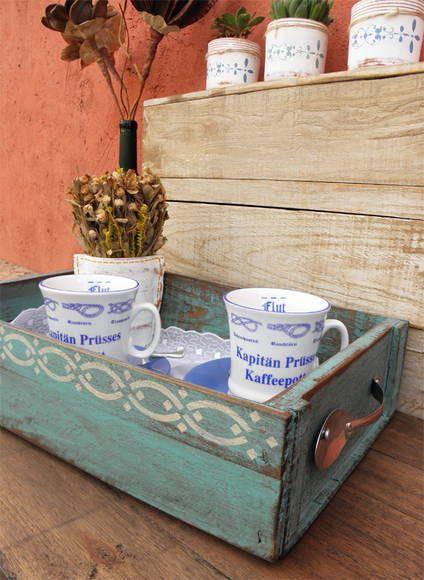 Caixa de Frutas - Bandeja com alças de Talheres. <br>Caixote de feira em pátina estonada envelhecida e estampa artesanal exclusiva Oficina Singular.