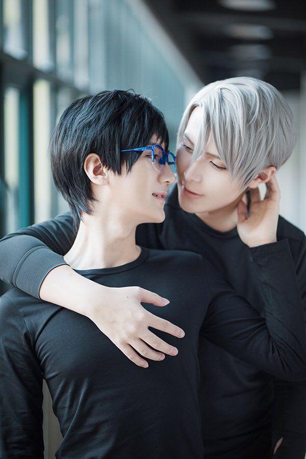 Yuuri Katsuki & Victor Nikiforov cosplay! (I love these two cosplayers)
