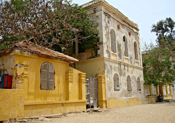 Maison Baobab Île de Gorée - Blog Voyage Trace Ta Route www.trace-ta-route.com  http://www.trace-ta-route.com/senegal-escapade-dakar/  #tracetaroute #senegal #goree #baobab