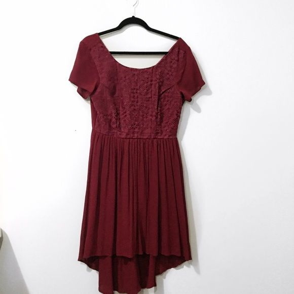 High Low Wine Colored Dress *PRICE FIRM* Features a zippered back. Really pretty dress. Price is firm. Francesca's Collections Dresses High Low