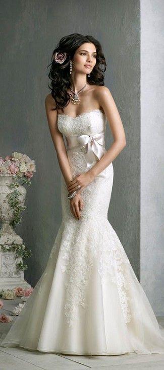 Traje de novia tipo sirena: Sexy y feminino. Lo más importante en este tipo de vestido es resaltar la silueta de la mujer. Trajes de novia y noche www.anneveneth.com