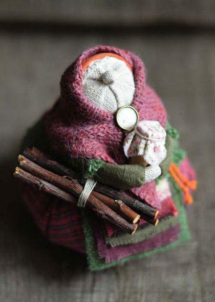 Кукла-образ `...бабушка-зима`. ...маленькая образная куколка-зима. ...в крынке-мёд и дрова для очага... Забронирована.