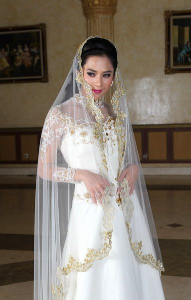 new style wedding kebaya - wedding dress bridal - wedding kebaya modern 2016.