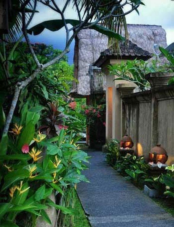 40 Beautiful Balinese Gardening Ideas For Backyard Outdoor In