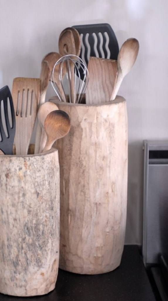 merk: Household prijs: 49,95 maat: 25/33h x 14 doorsnee materiaal: hout kleur: naturel XXL 40-45 hoog dia 13-17 cm website: www.tutze.nl