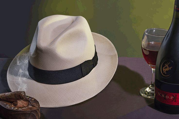 Sombrero Ref. Panameño Superfino Natural (Color Marfil), elaborado en Paja Toquilla, Tejido totalmente a mano. Adornado con Cinta Faya Negra terminada en un elegante y tradicional corbatin.