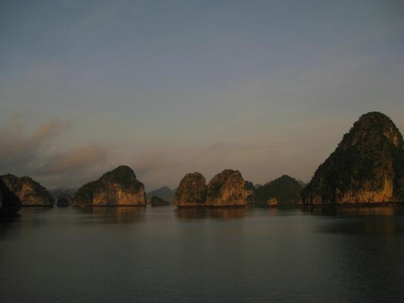 Ha Long Bay, Vietnam: Beautiful Destinationsand, Favorite Places, Travel Places, Travel And Plac, Long Bays, Beautiful Places, Places I D, Random Stuff, Halongbaysunrise1Jpg 1024768