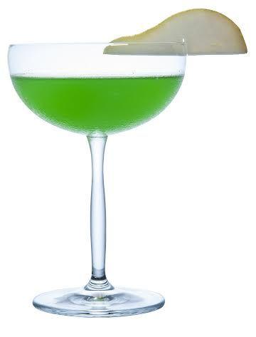 Hoje a receita é o famoso Apple Pear Martini – Um drink a base de vodka, néctar de pêra & xarope de maçã verde: