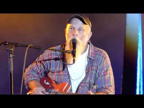 ▶ Seasick Steve 'Dog House Boogie' live Carfest South 24.08.13 HD - YouTube