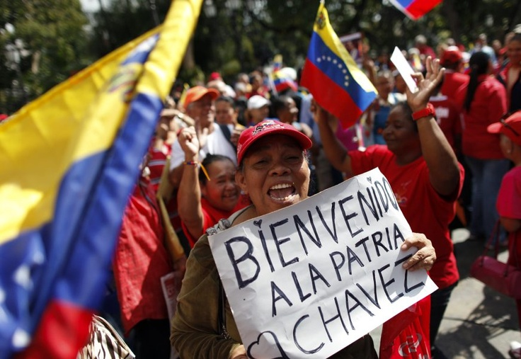 Los venezolanos dan la bienvenida al presidente Hugo Chávez al país bolivariano, tras su prolongada estadía en Cuba a causa del tratamiento de cáncer. (EFE/VANGUARDIA LIBERAL)