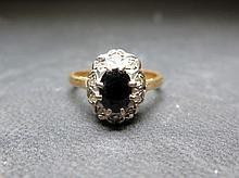 Un zafiro y anillo de racimo de diamantes - Sellado de 18 quilates - .