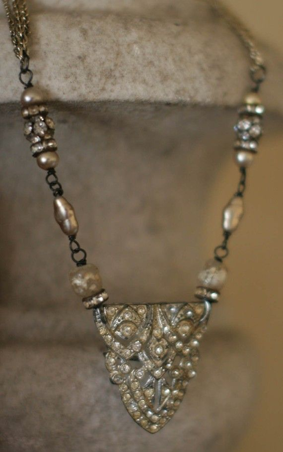 love this vintage necklace creation - I have some old rhinestone shoe clips that will make up beautifully - think I'll try it