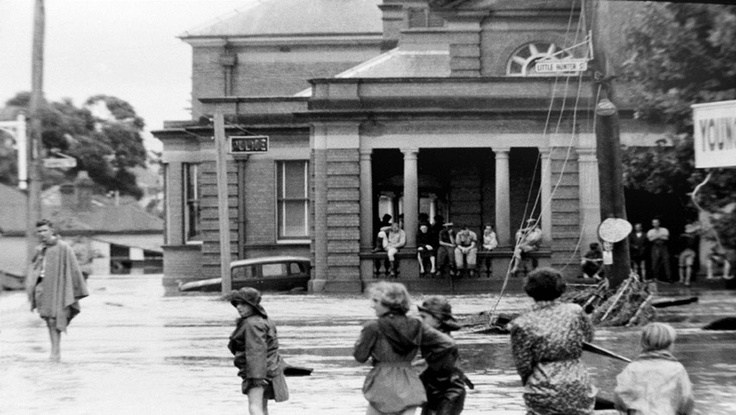 A selection of photo's from the 1955 Maitland flood.Featured is Maitland court house and Police station. v@e