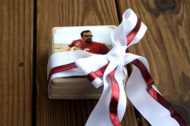 photo coasters: Crafts Ideas, Pinterest Projects, Gifts Ideas, Gift Ideas, Diy Gifts, Tile Coasters, Photo Coasters, Christmas Gifts, Christmas Coasters