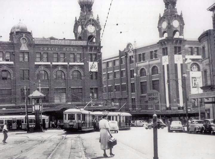 Broadway and City Road, Broadway, Sydney in 1954. v@e