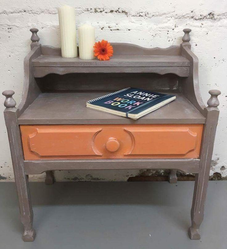 Nattbord malt med Chalk Paint (tm) fargene er Barcelona og Coco fra www.lavelykke.no