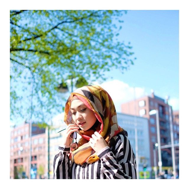 """""""The sun starts shining..."""" Scarf by @nadapuspitaofficial"""