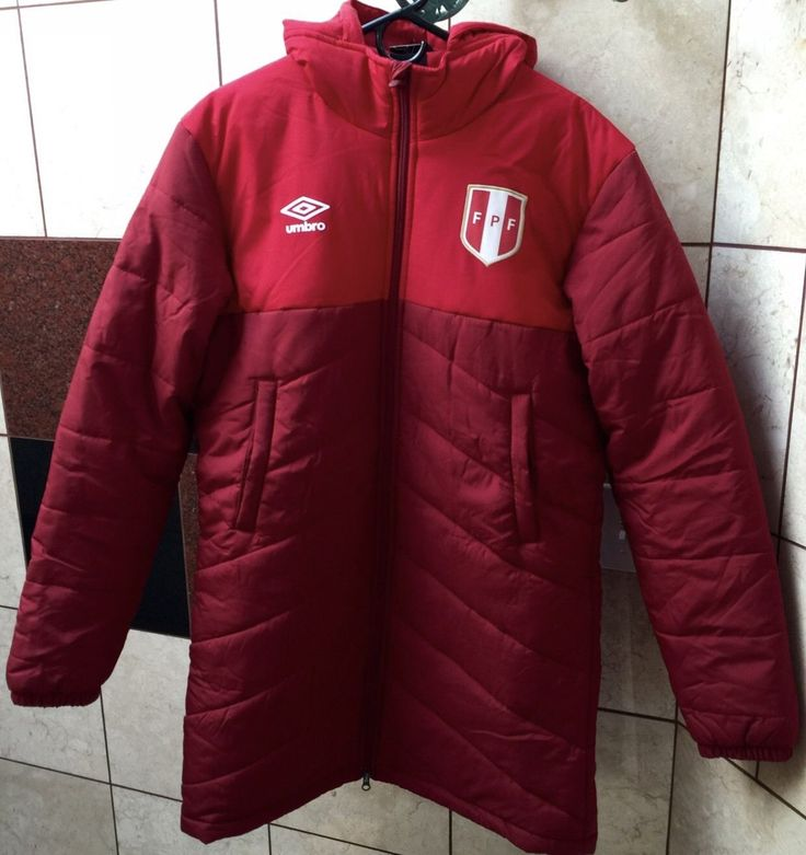 Umbro Peru, FPF, La Seleccion Peruana, Soccer, Futbol, Paolo Guerrero, Peru Casacon, Peru Big Team Down Jacket For Sale....Size: Medium