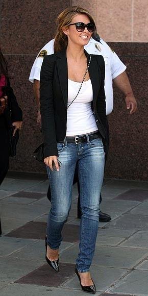 Blazer with plain tank, skinny jeans and heels!