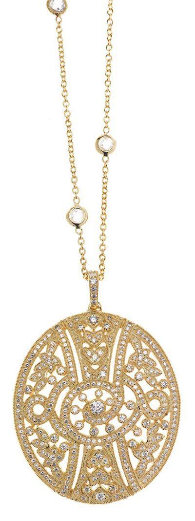 Colgante en plata de ley bañada en oro y oro rosa, emulan brocados con pequeñas perlas y circonitas. Ver más coleccion en www.salvatore.es