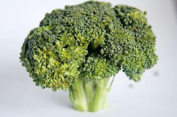 Parfois, il est difficile de savoir quels aliments on peut manger pour perdre du poids naturellement et sainement. Voici 15 aliments naturels qui vous aident à perdre du poids rapidement. Découvrez l'astuce ici : http://www.comment-economiser.fr/aliment-pour-perdre-du-poids.html?utm_content=bufferf0613&utm_medium=social&utm_source=pinterest.com&utm_campaign=buffer
