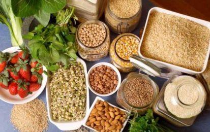Alimenti ricchi di fibre: quali sono i migliori? - Quali sono i migliori alimenti ricchi di fibre? Buone fonti sono costituite dagli ortaggi, dalla frutta e dai cereali. Tutti questi cibi sono importanti per garantire la regolarità intestinale e per regolare il livello di colesterolo.