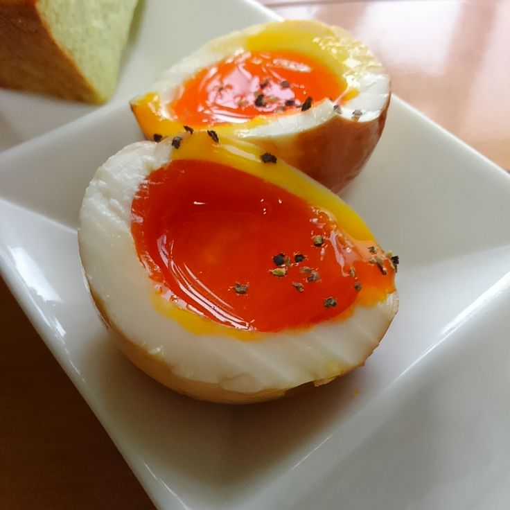 ラーメンにお馴染みの味卵を洋風にアレンジしたらお洒落な前菜になりました♪白ワインやロゼとよく合います(^_^)v