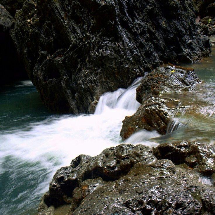 Air mengalir