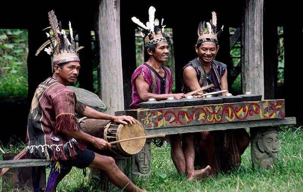 10 Suku yang Paling Terkenal di Indonesia #SeninBerbudaya - Sumber Gambar kisahasalusul.blogspot.com