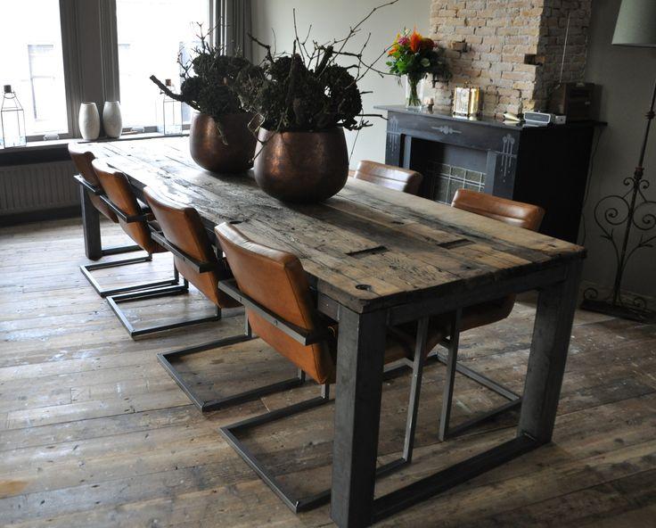 grote eettafel voor 8 personen. houtblad van oude eiken wagondelen info@manto-meubels.nl