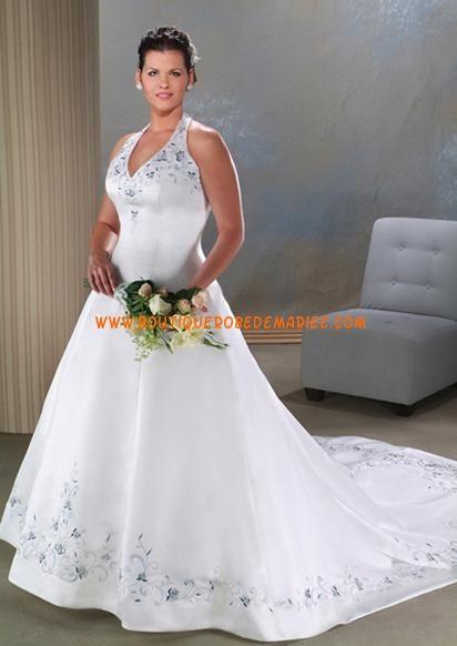 Robe de mariée grande taille col V traîne cathédrale