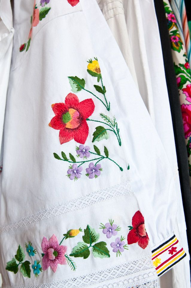 Piece of womans shirt from Łowicz with embroidery of flowers