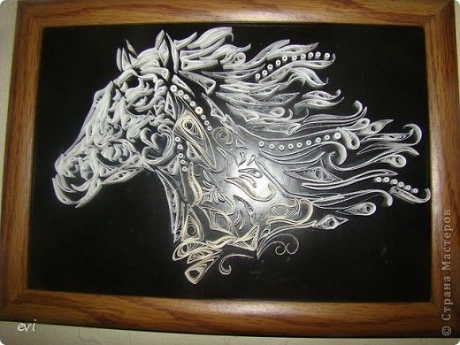 beautiful horse! I still love single colour quilling the best...