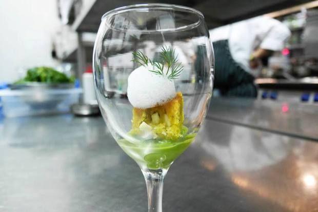Ζυμαρόπιτα να την πιεις στο ποτήρι (άμα θες) /  μια συνταγή με ακρίβεια στα υλικά, τη θερμοκρασία του φούρνου, τον χρόνο ψησίματος