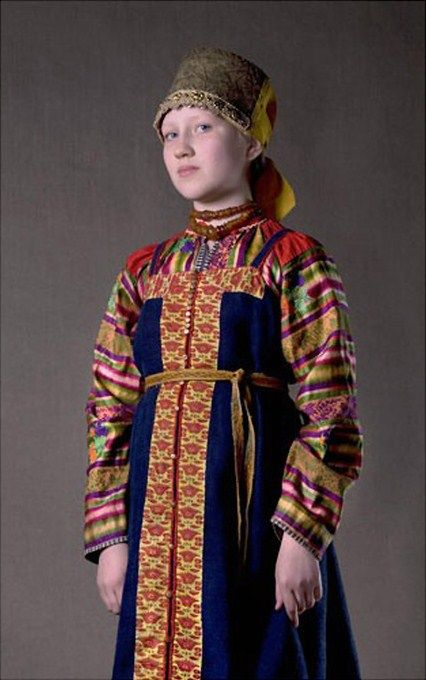 Russian national costume of an unmarried girl from Arkhangelsk Province. 19-th century. Authentic specimen from a private collection.