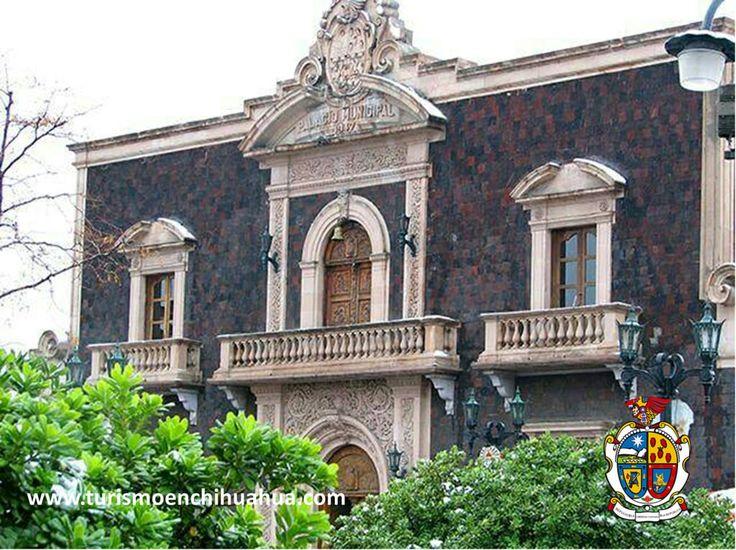 TURISMO EN CIUDAD JUÁREZ En la Antigua Presidencia Municipal, actualmente se le conoce también como Centro Municipal de las Artes, está cubierta por piedra tezontle, mejor conocida como piedra volcánica, al igual que la Estación de Bomberos #2 y el Centro de Salud B. Se encuentra abierto de Lunes a Viernes y la entrada es libre. #visitachihuahua