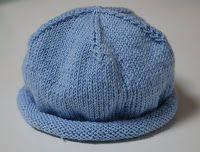 Cappellino per neonato      Questo cappellino � facile e veloce a lavorare a maglia per il bambino, il cappello ha un bordo dolce di sotto del quale si arrotola. Il cappellino si pu� lavorare a maglia in cotone o lana in modo che possa essere utilizzato sia in estate che in inverno. Taglia: 1-3 (3-6) 6-9 mesi Occorente: gr 50 (50) 50 di cotone Ferri: un paio di ferri 3,5  Campione della maglia rasata: cm 10 = 23 p. Il cappello ha una circonferenza di cm 34 (38) 42