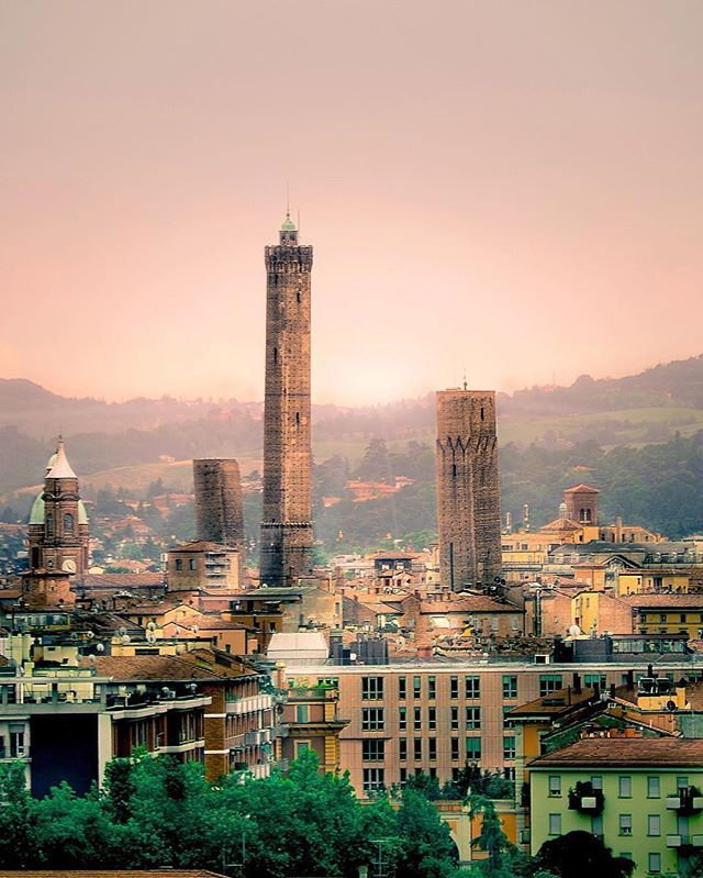 Bologna, Italy // Болонья, Италия // #places4travel #bologna #italy #travel #travels #travelgram #traveling #traveltheworld #traveler #trip #путешествие #путешествия #болонья #италия