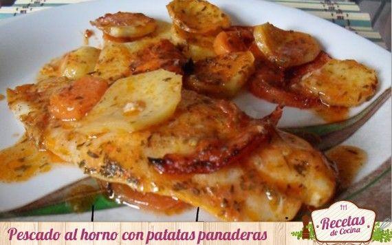 Pescado al horno con patatas, tomate y zanahorias.