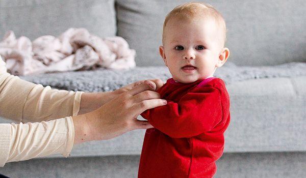 Sådan styrker du babys motorik - Vores Born