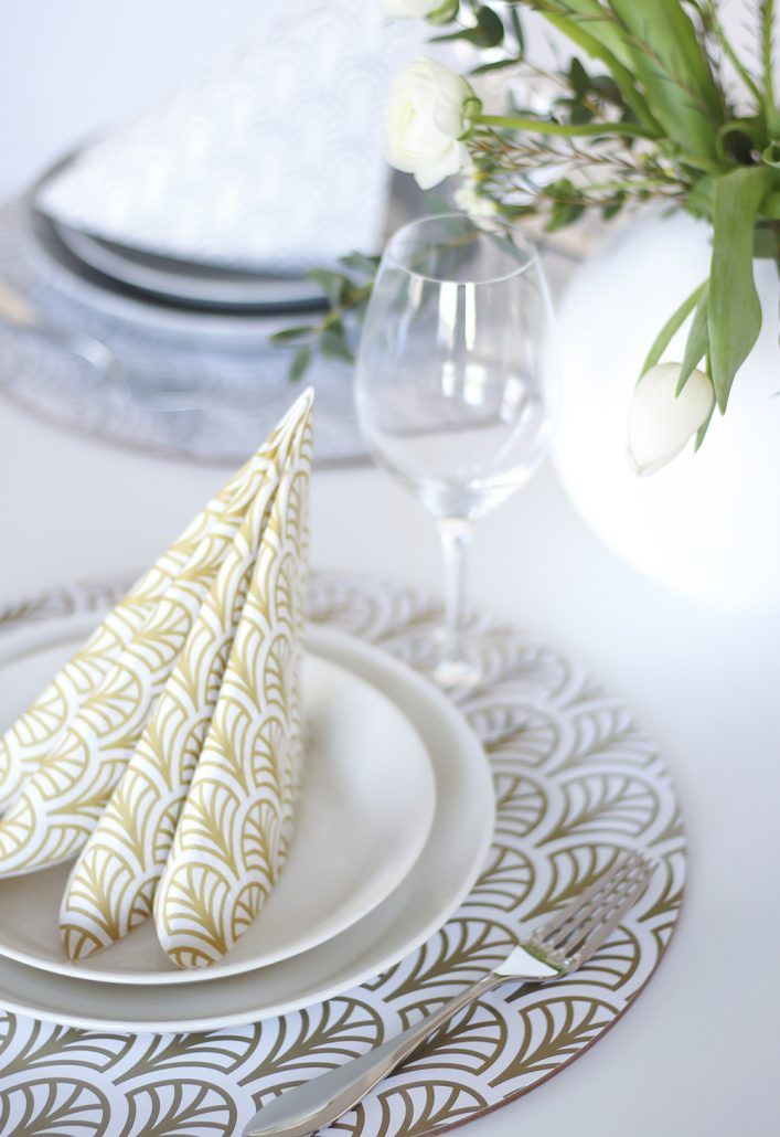 Round placemats and napkins by Dekohem.