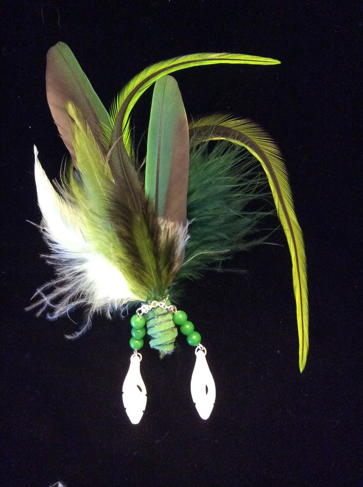 Feathers brooch with green jade and bones feathers