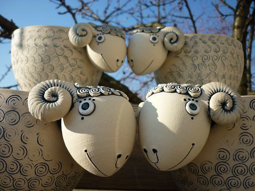 Miska - beránek ; can't help but smile when I see these ceramic sheep!